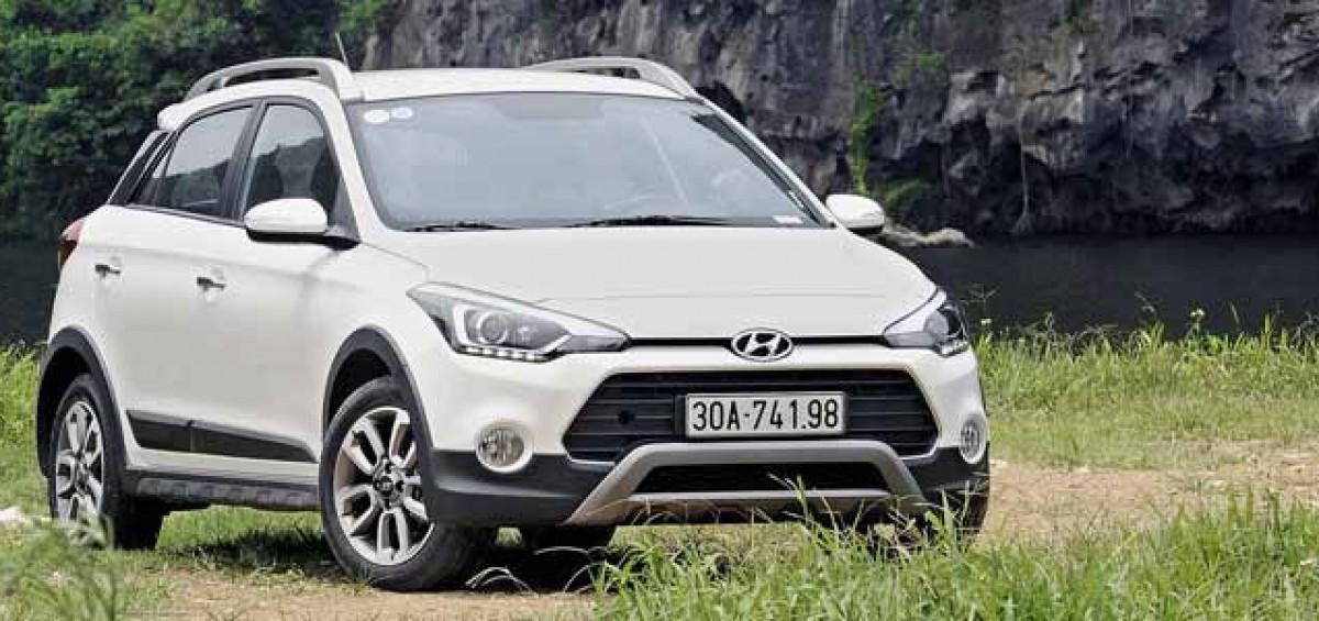 mtcauto-Hyundai---i20---Active-vs-Ford-EcoSport--cuoc---dau---moi--trong---lang---xe---viet