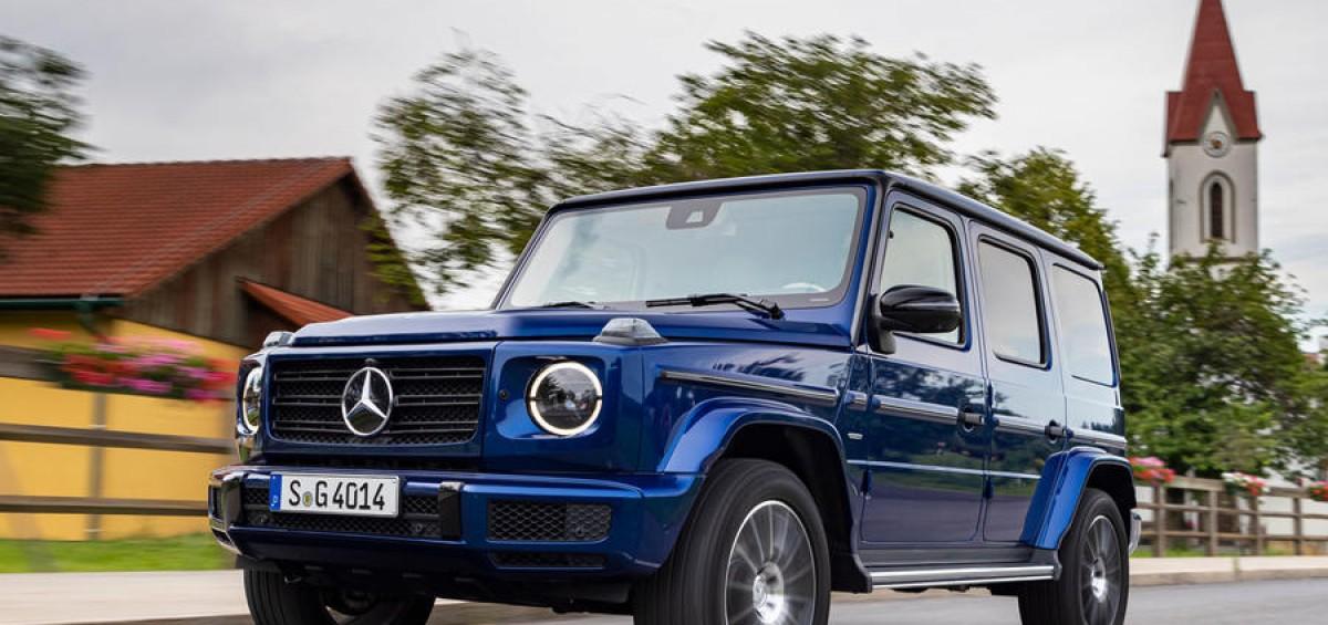 Mercedes-Benz G 400 d; brilliant blau; Leder Nappa macchiatobeige/yachtblau; Kraftstoffverbrauch kombiniert: 9,6 l/100 km; CO2-Emissionen kombiniert: 253 g/km //  Mercedes-Benz G 400 d; brilliant blue; Nappa leather macchiato beige/yacht blue; Fuel consumption combined: 9.6 l/100 km; combined CO2 emissions: 253 g/km